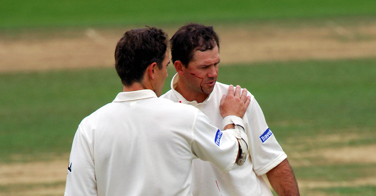 Ricky Ponting talks to Justin Langer