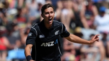 Trent Boult picked up two crucial wickets in the 33rd over