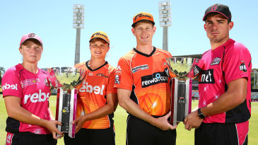 Alyssa Healy, Suzie Bates Adam Voges and Moises Henriques pose with the women's and men's Big Bash League trophies