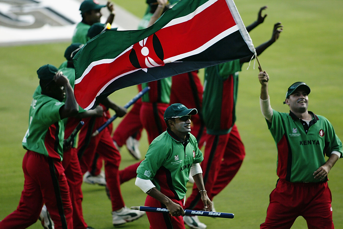 Kenya were hit by clashes between the board and the players before the World Cup, but Woolmer managed to turn their focus towards training and technique, and they ended up reaching the semi-finals