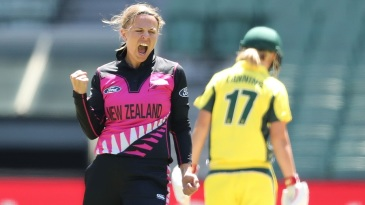 Lea Tahuhu reacts after taking a wicket