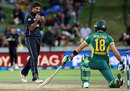 Ish Sodhi removed Faf du Plessis lbw, New Zealand v South Africa, 1st ODI, Hamilton, February 19, 2017