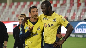 Younis Khan and Darren Sammy have a chat