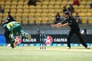 Quinton de Kock scampers home for a single as Colin de Grandhomme fails to run him out, New Zealand v South Africa, 3rd ODI, Wellington, February 25, 2017