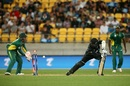 Lockie Ferguson is bowled by Imran Tahir, New Zealand v South Africa, 3rd ODI, Wellington, February 25, 2017