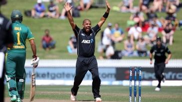 Jeetan Patel appeals for a wicket