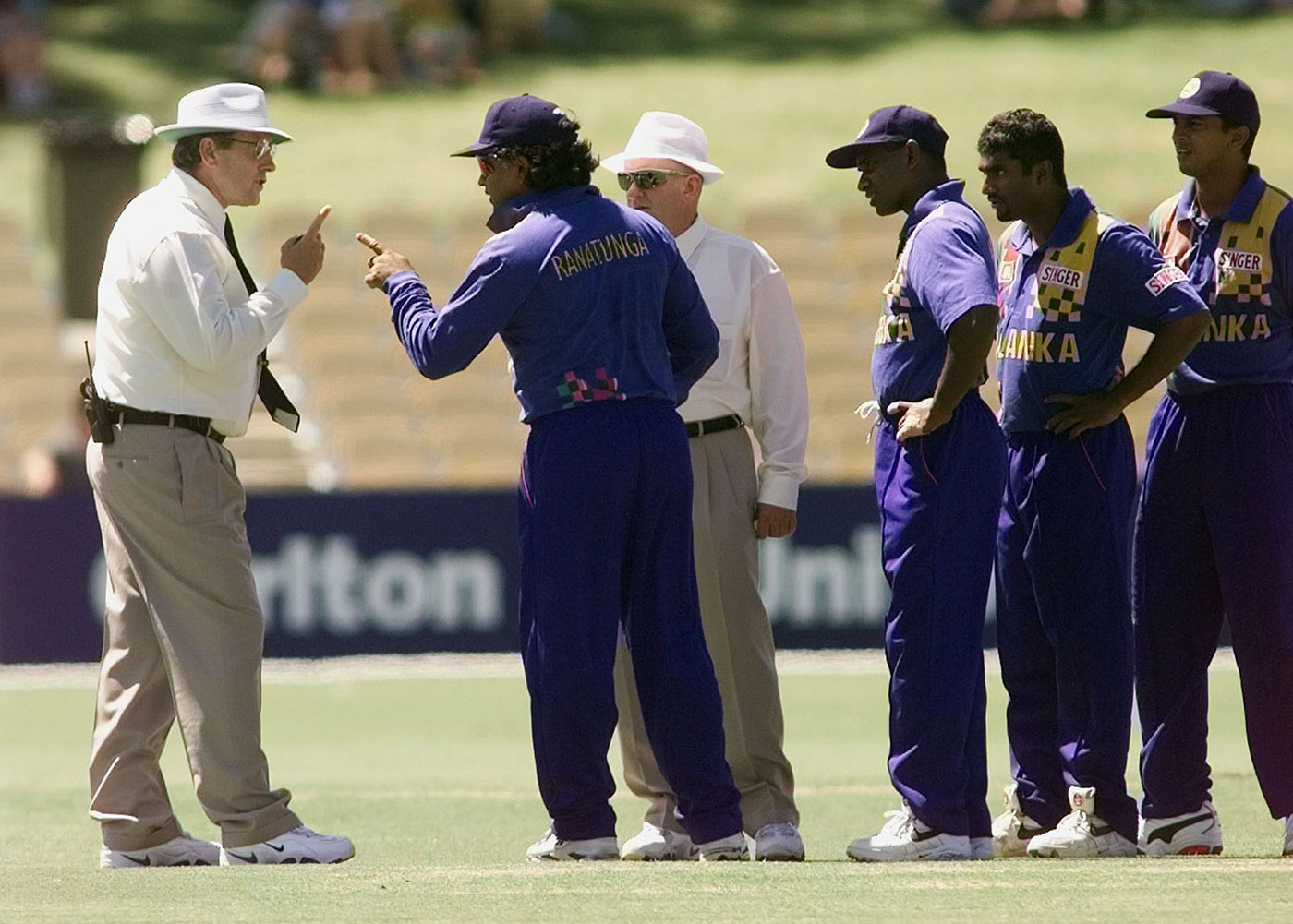 Two-finger game: Emerson and Ranatunga get into their digit-wagging argument in 1999