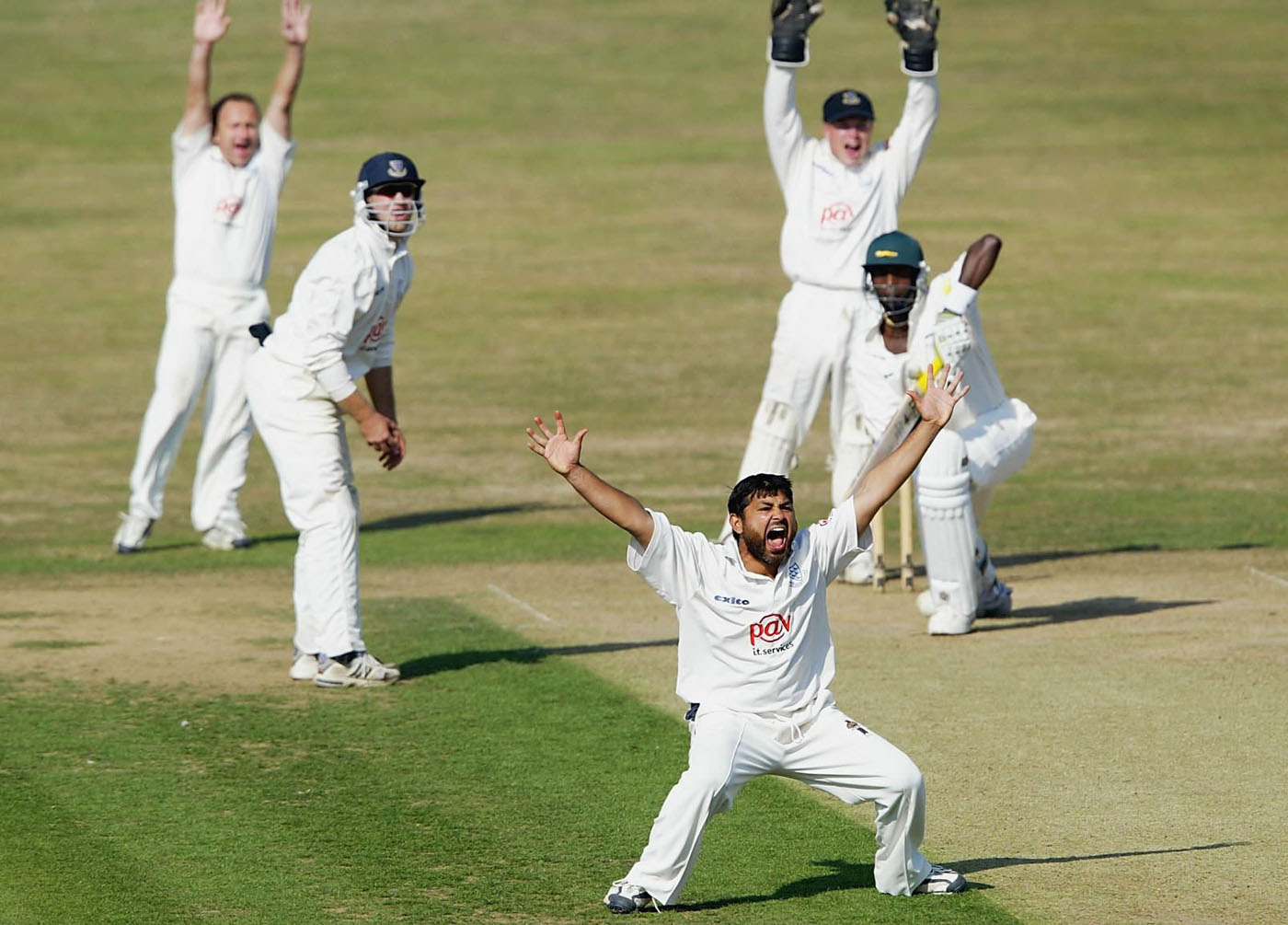Mushtaq Ahmed picked up four wickets in Leicestershire's first innings