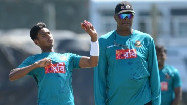 Courtney Walsh watches on as Mustafizur Rahman bowls