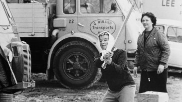 Actress Katharine Hepburn plays cricket on the sets of <i>The Lion in Winter</i>