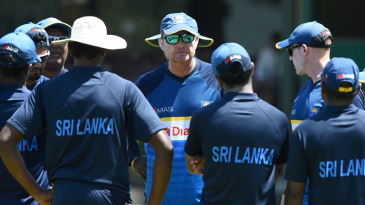 Coach Graham Ford has a chat with the Sri Lanka team