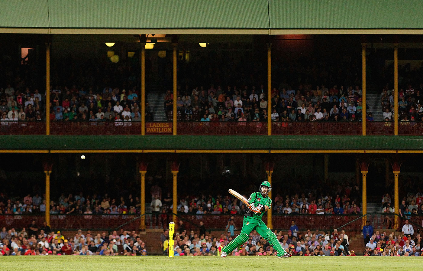 He did what? Maxwell plays a reverse flick during a 2013 BBL game