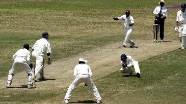 Tillakaratne Dilshan takes a catch off Sanath Jayasuriya's bowling to dismiss Alec Stewart for 54