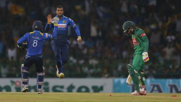 Asela Gunaratne receives a high-five on dismissing Mushfiqur Rahim