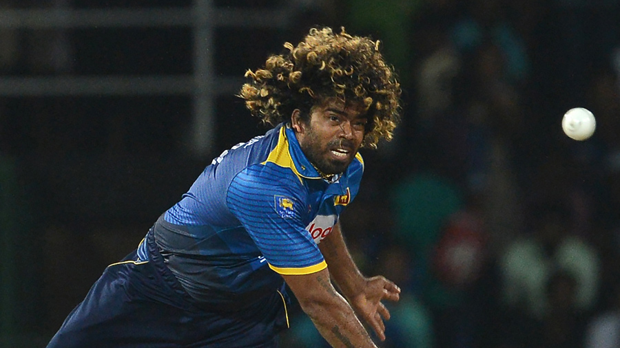 Lasith Malinga bowls in the final T20I