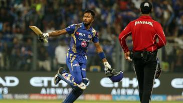 Hardik Pandya celebrates snatching victory for Mumbai Indians