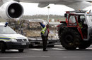A wooden box containing the body of Bob Woolmer is offloaded from a South African Airways 747, Cape Town, April 29, 2007