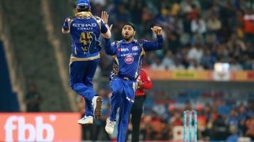 Harbhajan Singh and Rohit Sharma celebrate David Warner's dismissal