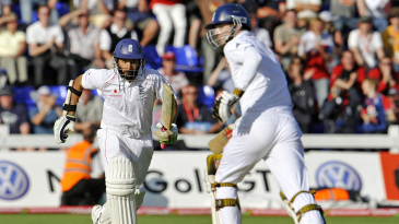 Monty Panesar and James Anderson scramble through for runs