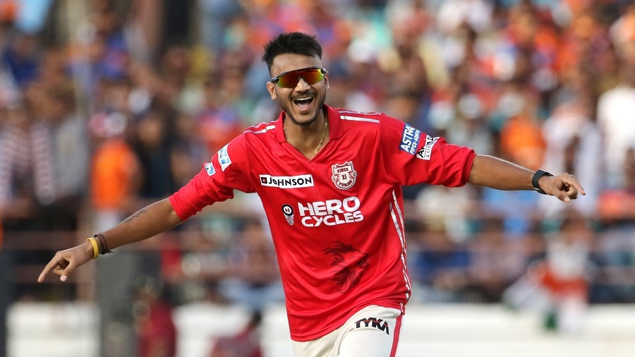Axar Patel got the wicket of Suresh Raina at a crucial stage