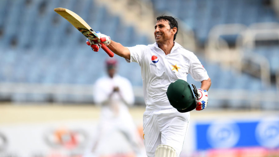 Younis Khan completes his 10,000th run in Test cricket
