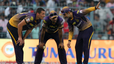 Nathan Coulter-Nile, Yusuf Pathan and Gautam Gambhir put their heads together