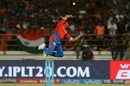 Suresh Raina attempts a valiant attempt at a catch, Gujarat Lions v Mumbai Indians, IPL, Rajkot, April 29, 2017