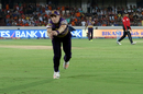 The ball fell just out of Chris Woakes' reach, Sunrisers Hyderabad v Kolkata Knight Riders, IPL 2017, Hyderabad, April 30, 2017