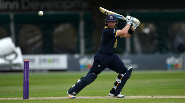 Ian Bell struck a delightful hundred for Warwickshire