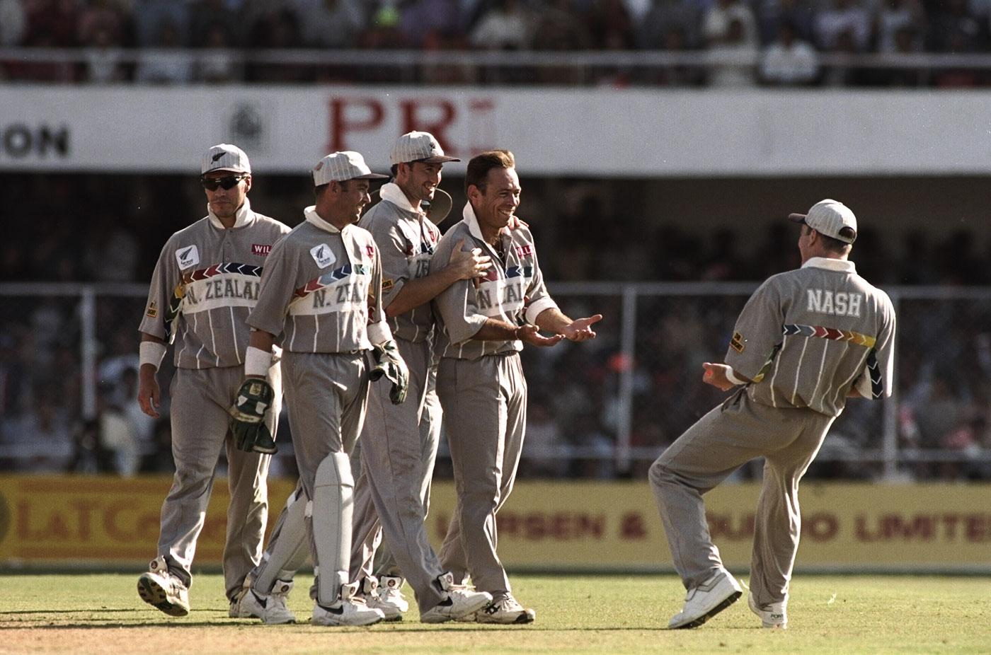 Dion Nash celebrates a wicket