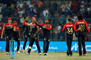 RCB get together after Travis Head's double-wicket over, Delhi Daredevils v Royal Challengers Bangalore, IPL 2017, Delhi, May 14, 2017