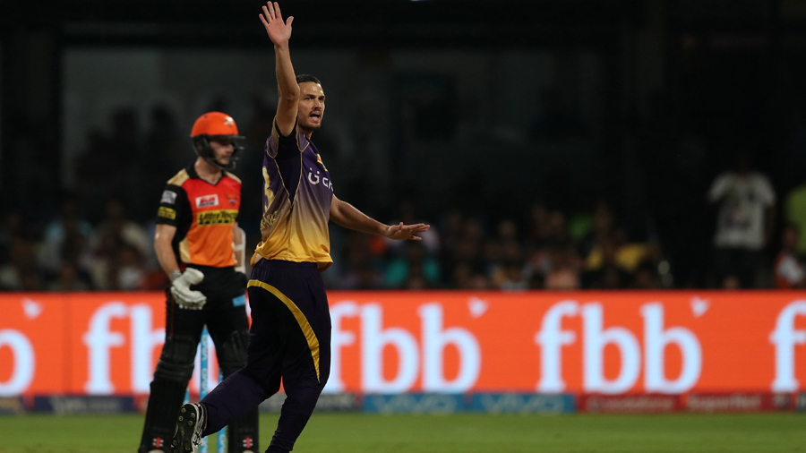 Nathan Coulter-Nile appeals for the wicket of Kane Williamson