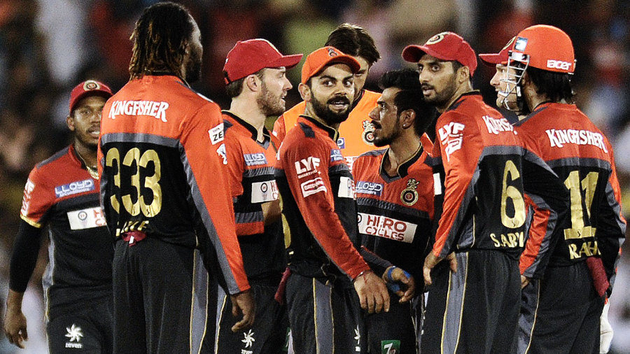 Chris Gayle, AB de Villiers, Virat Kohli and other Royal Challengers players celebrate a wicket