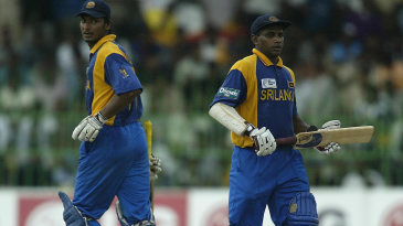 Kumar Sangakkara and Sanath Jayasuriya take a run