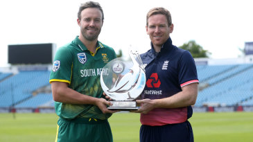 AB de Villiers and Eoin Morgan pose with the series trophy