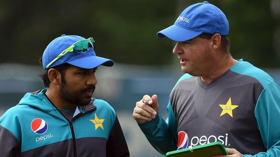 Sarfraz Ahmed chats with Mickey Arthur