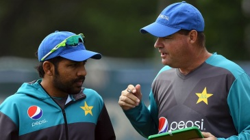 Sarfraz Ahmed chats with Mickey Arthur