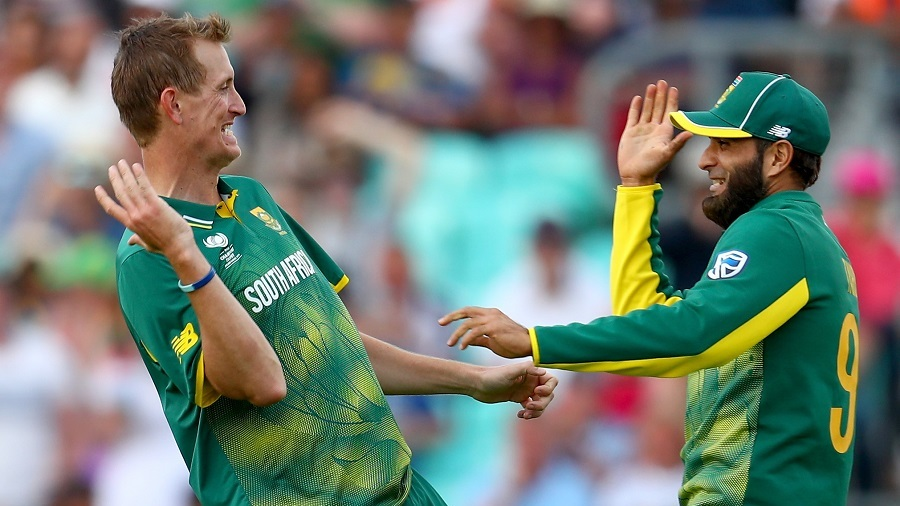 Chris Morris and Imran Tahir celebrate the run out of Suranga Lakmal