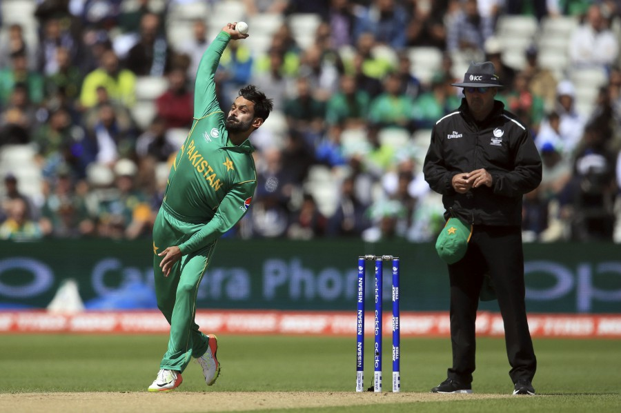 Mohammad Hafeez reported with a suspect bowling action during the third ODI against Sri Lanka