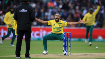 Imran Tahir appeals unsuccessfully for lbw against Mohammad Hafeez