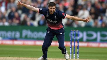 Mark Wood celebrates the wicket of David Warner