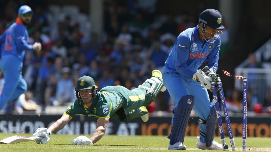 AB de Villiers was run-out despite a desperate dive, India v South Africa, Champions Trophy 2017, Group B, The Oval, London, June 11, 2017