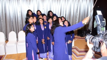 The Sri Lanka women cricketers take a selfie