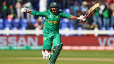 Sarfraz Ahmed roars in delight as Pakistan seal a tense win