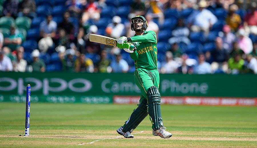 Fakhar Zaman top-edged a hook for six as Pakistan started brightly, England v Pakistan, Champions Trophy, 1st semi-final, Cardiff, June 14, 2017