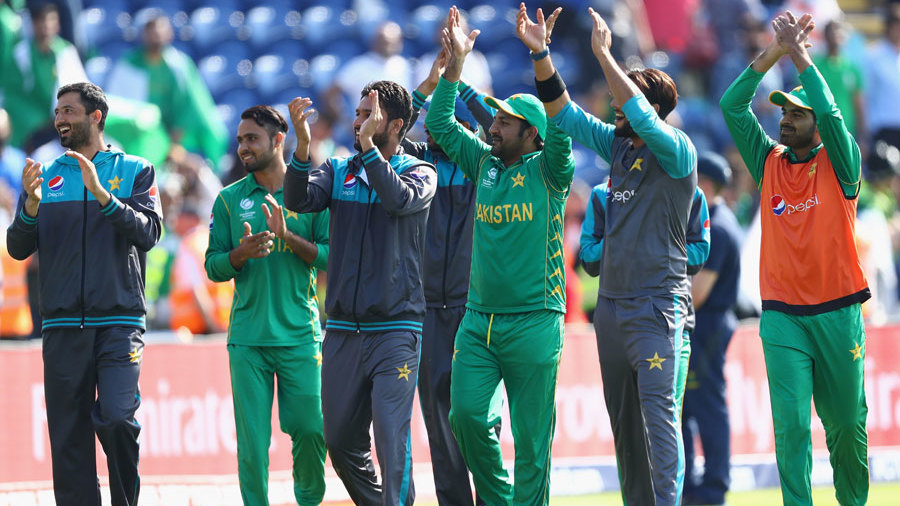 Sarfraz Ahmed leads his players on a victory lap, England v Pakistan, Champions Trophy, 1st semi-final, Cardiff, June 14, 2017