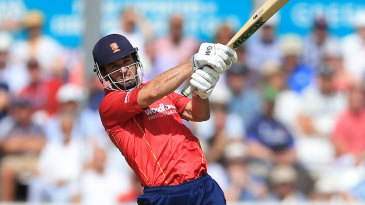 Ryan ten Doeschate on the attack