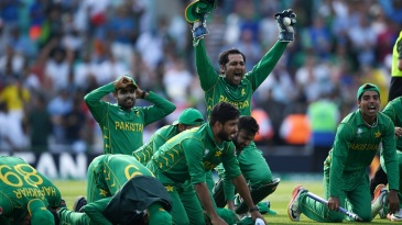 Sarfraz Ahmed and his team pay thanks for their trophy