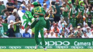 Imad Wasim and Sarfraz Ahmed celebrate a wicket
