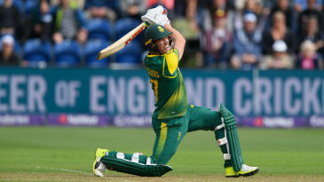 AB de Villiers made 35 from 19 balls before falling to Mason Crane